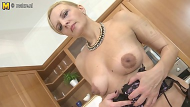 Amateur MOM hungry for a good fuck