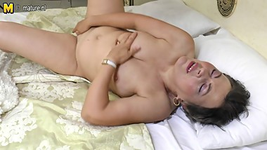 Real amateur mature MOM playing with her pussy