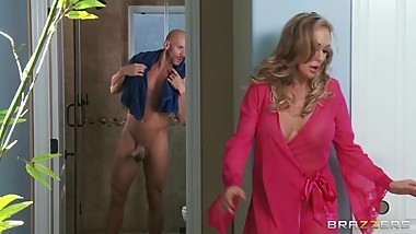 Brandi Love's a hot Milf who's