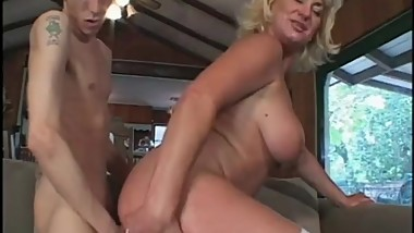 Sex Cougar Craves That Dick Deep In Her Pussy
