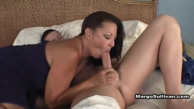 margo sullivan give sensual blowjob