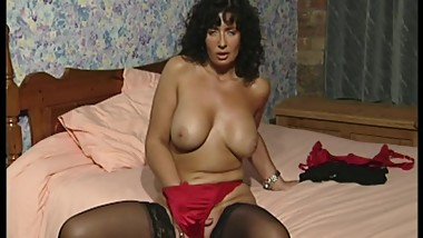 Old Homemade Vids of MILFs and Young Women