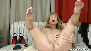 Sophisticated mature ball drainer Brandi with sexy stockings