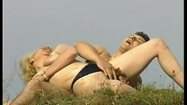 naughty-hotties.net - Sex on the grass