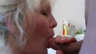 Mature fuck in Russian kitchen