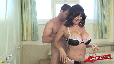 Matur mom with curvy body with young guy