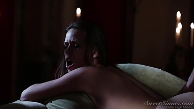 Midnight Sex slut sucking big cock HD