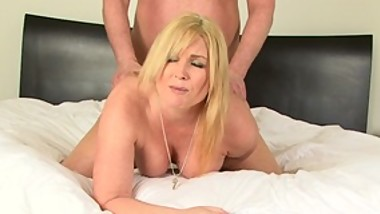 Blonde unlocks chastity device and makes guy fuck her with tiny pecker