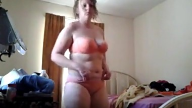 Spying my naked mom in her bedroom