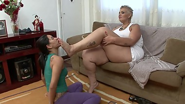 Brazilian BBW Feet: Nicole's First Domination