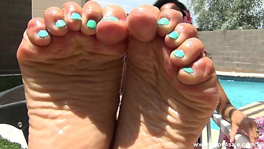 Asian Missy's Wrinkled Soles
