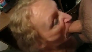 Deepthroat Mom Silvia rewarded with facial