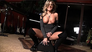 Milf rides Sybian hard till she cant stop cumming