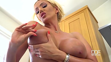 LUCY ZARA Oiled Tits